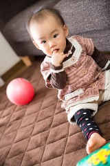 PAK86_yubiwokuwaeruakacyan20130320500-thumb-600x900-4272.jpg指をくわえる赤ちゃん