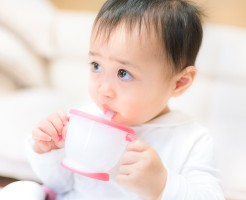 LISA78_drinkumauma20141018103501500-thumb-1200x800-5888.jpgジュースを飲む赤ちゃん