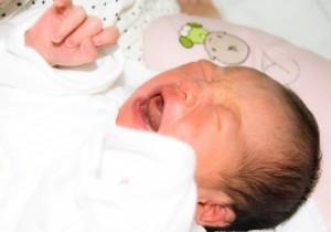泣き顔赤ちゃん