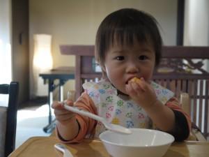 1歳 食べ方 汚い